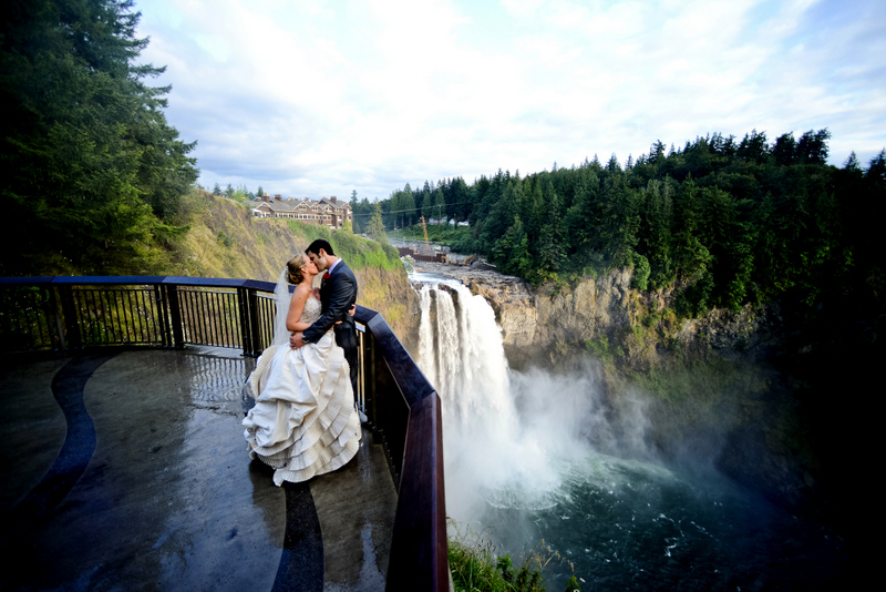 Brooke And Justin S Wedding Day Was On The Last Saay In July This Year Held At Beautiful Salish Lodge Top Of Snoqualmie Falls